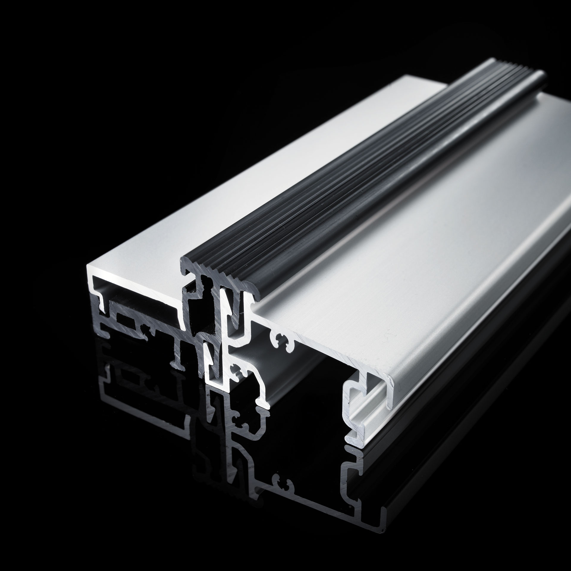 Aluminium door thresholds for all front and balcony doors. GUTMANN door sills offer highest watertightness. Improved thermal insulation of the door slepers thanks to thermal separation with plastic profile.